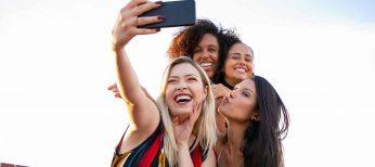 ¿Vas a subir tus fotos de vacaciones a las redes sociales? Sí, incluso al momento con el móvil