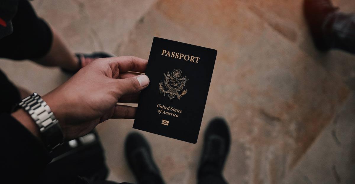 En Internet se pueden comprar pasaportes falsos de 139 países entre 600 y 900 euros