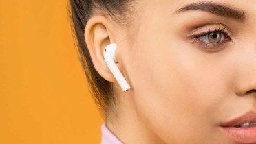 Un juez quita la multa a un conductor que iba escuchando música por un solo auricular
