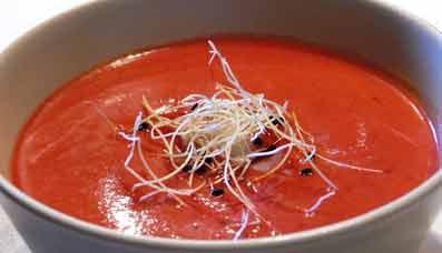 Los científicos recomiendan que el gazpacho se prepare inmediatamente antes de su consumo.