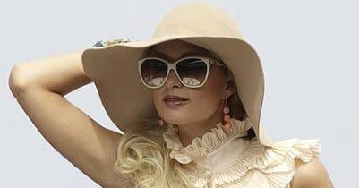 Es recomendable combinar sombrero y gafas de sol reduce en un 95% la radiación directa ultravioleta en la vista.