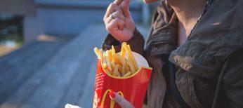 Los españoles somos los que menos nos gastamos en la comida rápida de McDonald's y Burger King