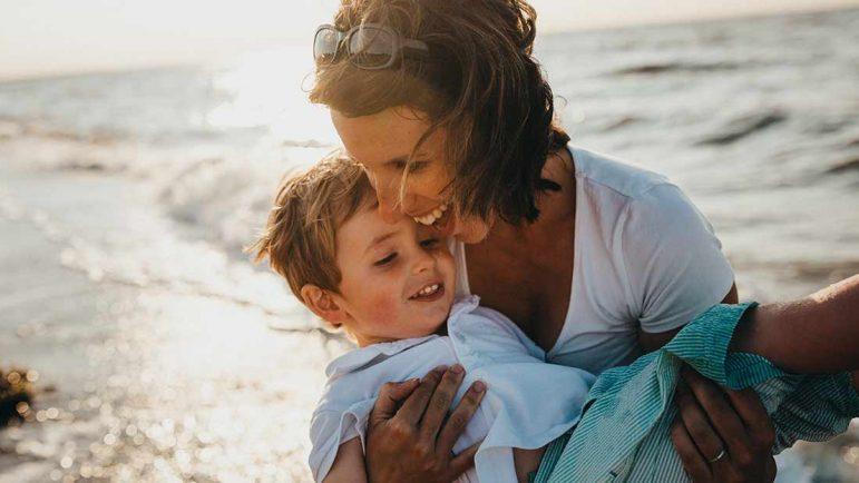 Madres solas: Divorciada, entre 36 y 45 años, con un hijo económicamente dependiente y en busca de un empleo