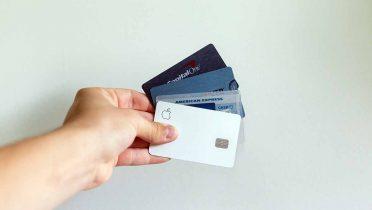 Hay 99 millones de tarjetas bancarias, aunque se reduce su número por la crisis