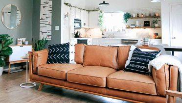Salón y cocina juntos para conseguir mayor amplitud en un piso.