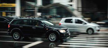 Choque frontal, carretera mal iluminada, conductor joven y con una víctima, el accidente de tráfico típico