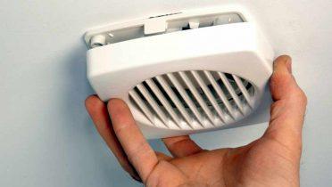 Consulta Legal: El extractor de olores del baño del vecino se oye mucho¿hay norma que limite su uso?