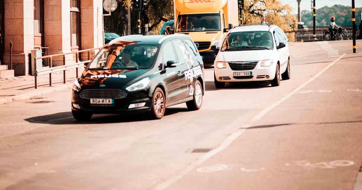 Conducir de día con los faros encendidos reduce los accidentes un 8%