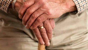 Para llegar a centenario hay que dormir y comer poco