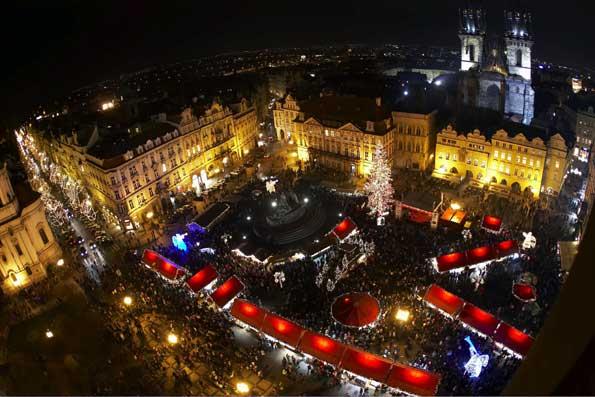 Mercadillo navideño de Praga, a vista de pájaro.