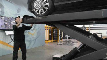 El coche eléctrico es más seguro que el convencional pero sus reparaciones cuestan más
