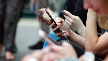 Siete de cada 10 internautas usa también el móvil para navegar