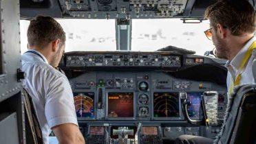 Por Navidad... huelga de pilotos: la OCU exige que se regule el derecho a huelga