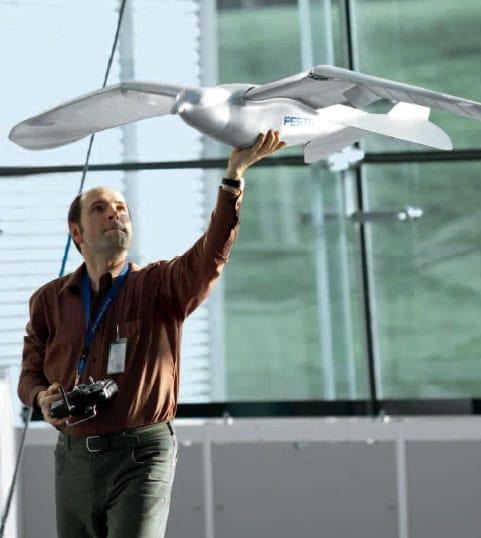 El pájaro SmartBird mide 2 metros de envergadura.