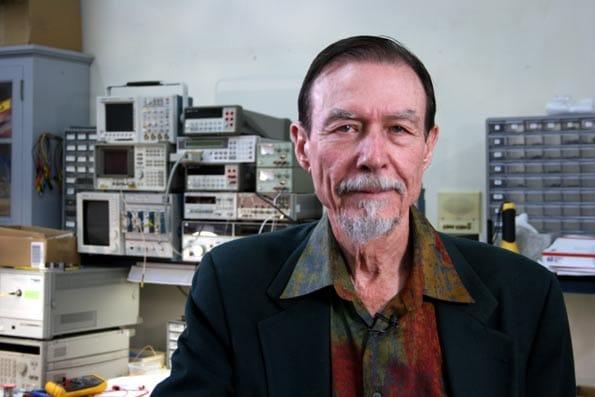 Carver Mead, visionario de los chips y los transistores que los integran.