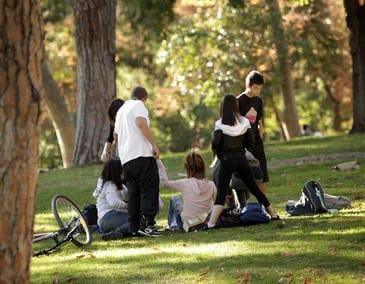 Los adolescentes cada vez consumen menos drogas y alcohol.