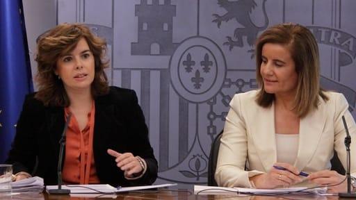 La vicepresidenta del Gobierno junto a la ministra de Empleo, Fátima Báñez.
