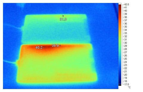 Imagen de infrarrojos del iPad 2 (arriba) y el iPad 3 (abajo) después de 30 minutos funcionando a pleno rendimiento.