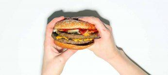 Una hamburguesa en mal estado de Kentucky Fried Chicken le obliga a pagar una indemnización de 6,3 millones