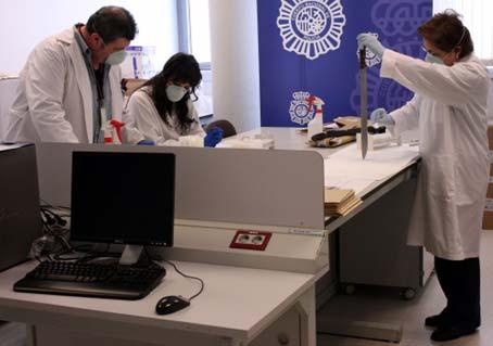 Agentes de la Policía Científica.