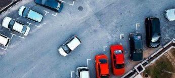 Las ciudades más caras para aparcar el coche en la calle son San Sebastián, Barcelona y Valencia, que casi llegan a 2 euros por poco más de media hora