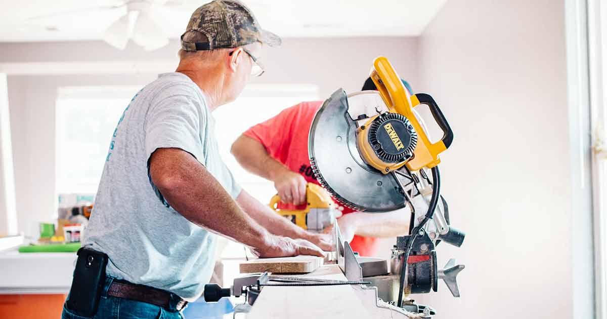 Un carpintero, un autónomo con pensión menor que un trabajador en régimen general