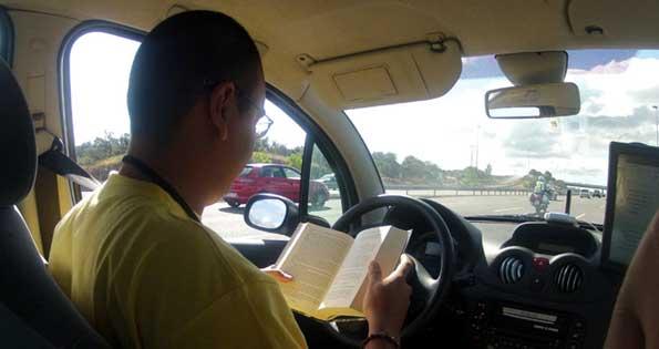 En el futuro se podrá conducir un coche y leer un libro con total seguridad.