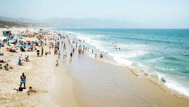 Con los vecinos de toalla en la playa hay que dejar una distancia de más de un metro