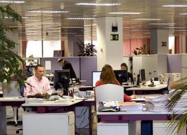 Jornada intensiva en una empresa durante los meses de verano.