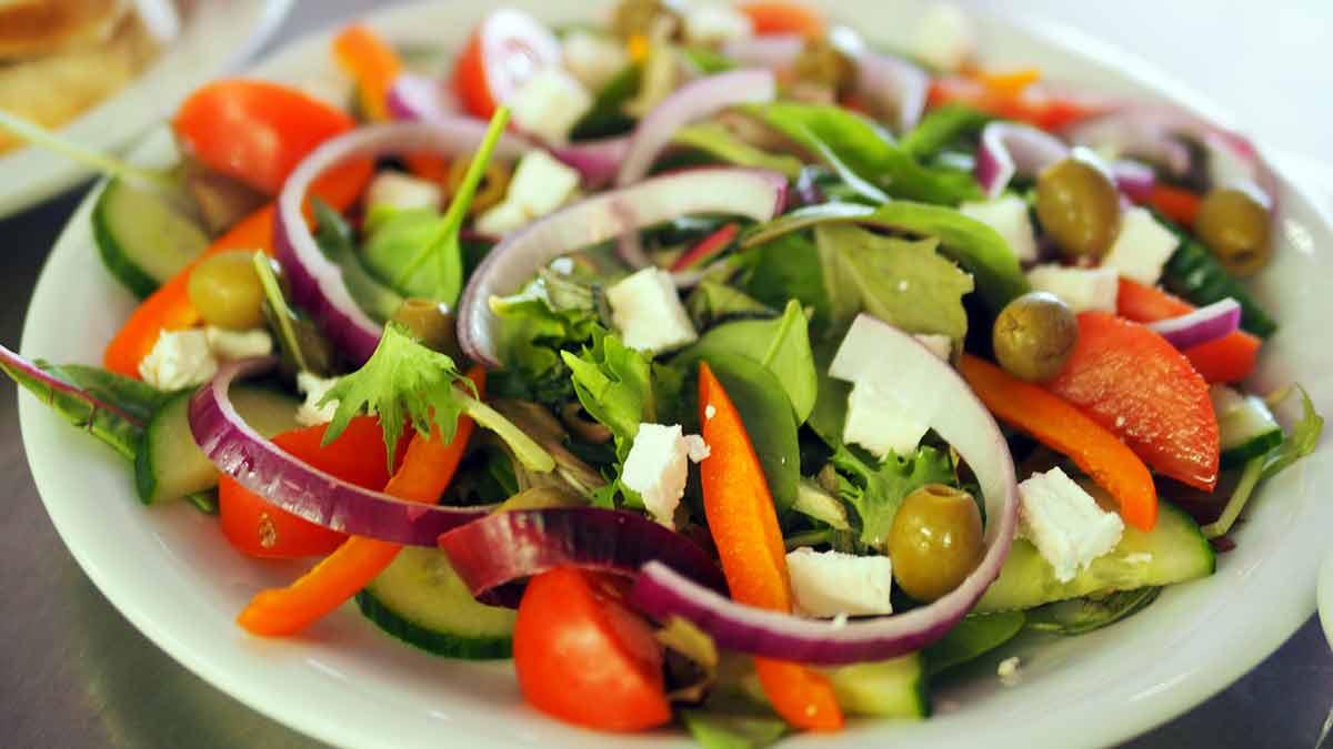 Recetas saludables para el verano: ensaladas y soufflé marinero