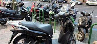 ciclomotores-aparcados