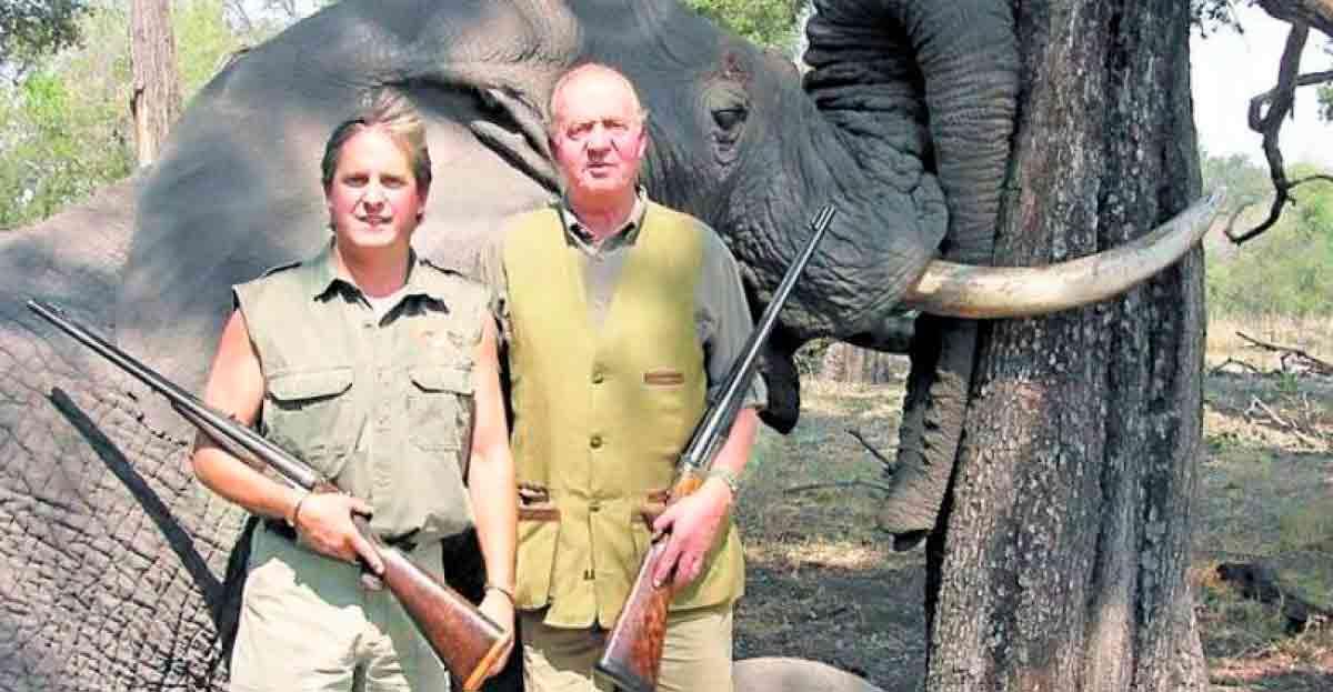 WWF se quita al Rey de la Presidencia de Honor por la cacería de elefantes eliminando de sus estatutos su puesto