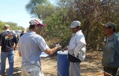 Los trabajadores de Carlos Casado son interrogados por los investigadores gubernamentales.