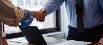 Edad y experiencia previa son los principales factores que buscan las empresas en las ofertas de empleo, con 35 años de media y 38 para puestos directivos
