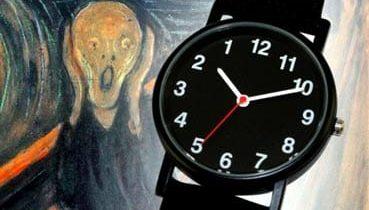 Un reloj junto al célebre cuadro de 'El Grito', de Edward Munch.