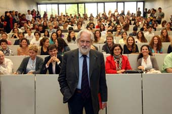 David Puttnam, en su clase magistral en la Universidad de Navarra.