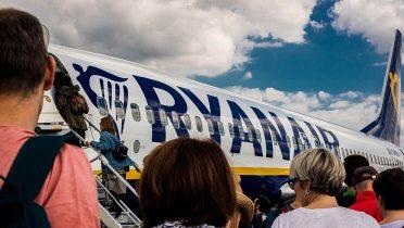 Ryanair vuelve a amenazar a Facua con los tribunales