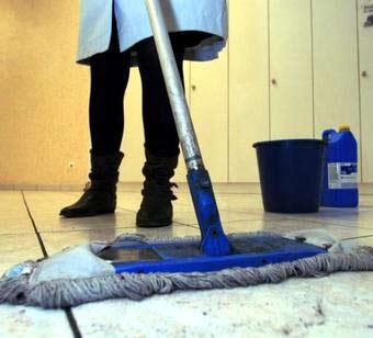 Trabajando en Suiza como limpiadora se gana el doble que como funcionario en Portugal