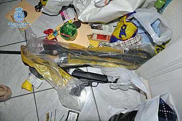 Explosivos y armas intervenidas al detenido en Madrid.