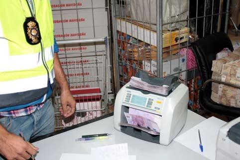 Dinero intervenido en el polígono industrial Cobo Calleja durante la operación 'Emperador'.