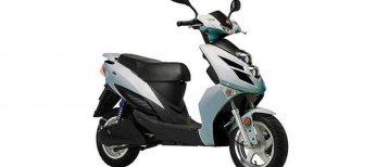Marcas como Yadea o Guewer consiguen que la moto eléctrica adelante al coche