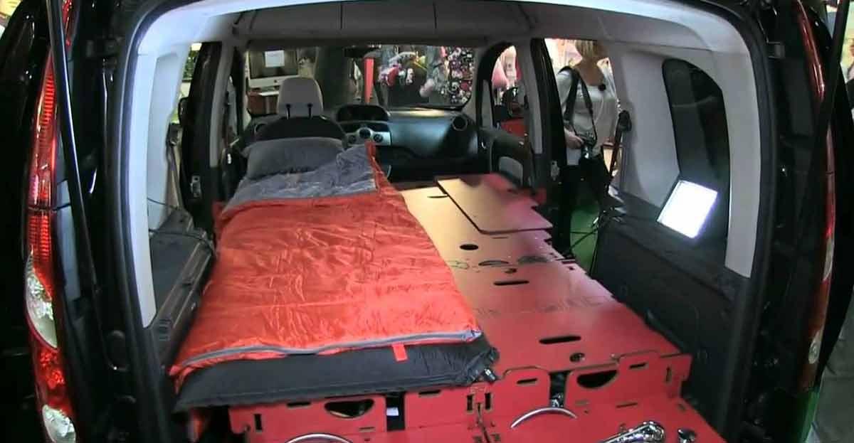 El coche que se convierte en casa casi como una autocaravana se llama RoomBox