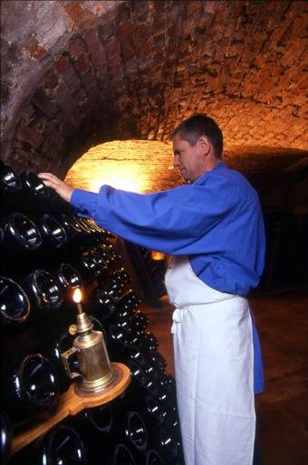 Bodega o cava de champán en la región de Champagne, en Francia.