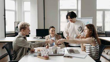 El contrato de formación dual elimina las cuotas de los trabajadores a la Seguridad Social