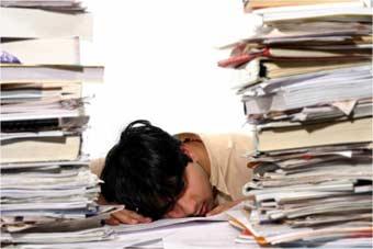 Exceso de trabajo entre los empleados con la actual crisis en las empresas.