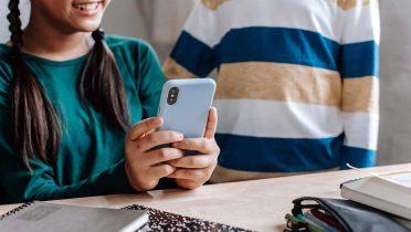 Proponen un registro de los menores que compren un teléfono móvil