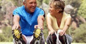 Hacer deporte mejora la la agilidad mental de las personas mayores.