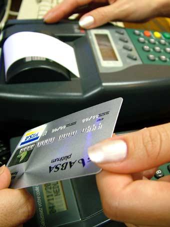Los comercios que cobran con tarjetas pueden ahorrar en las comisiones de los bancos.