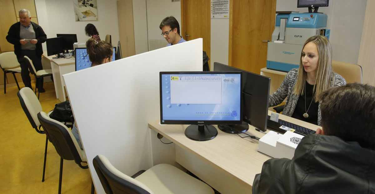 El Número de Identidad de Extranjero o los datos personales de PERPOL, a través de la web de la Policía