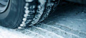 Ponte guantes y otros 6 consejos para poner las cadenas del coche con nieve